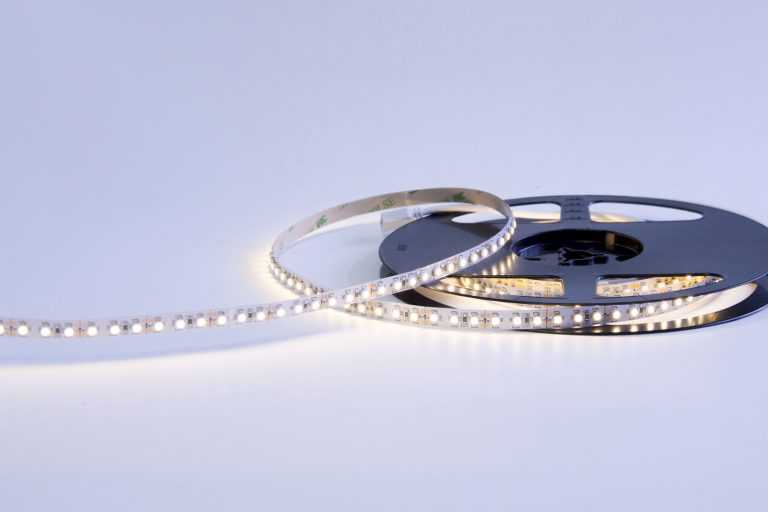 3528 48W 12V 600 Diodes 16.4ft Roll IP20 Non-waterproof LED Strip Light